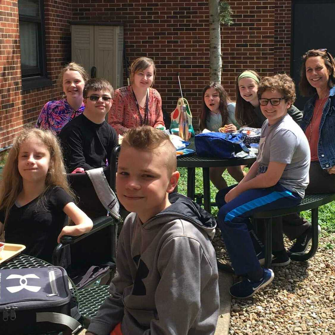 CC_outdoor_lunch_Hudson